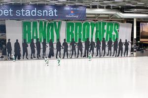 VSK-supportrarnas mäktiga tifo i premiären mot Bollnäs.