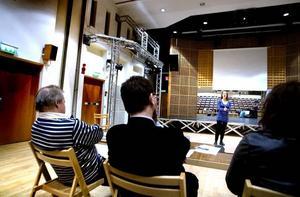 BEDÖMER. Jerker Swande, regissör, Stellan Alneberg, dirigent och Camilla Lenström bedömde 28 solister i går.