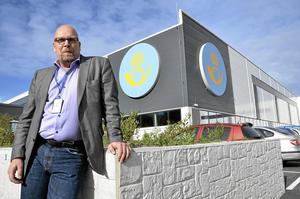På sin post. Terminalchef Magnus Larsson har haft ett intensivt arbete in i det sista inför produktionsstarten på den nya terminalen i morgon söndag.