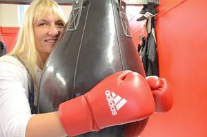 Tidigare proffsboxaren Åsa Sandell har flyttat till Nora och öppnat boxningsgym.