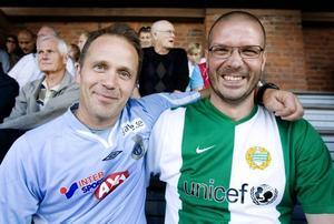 Kusinerna Anders Lindström (i GIF-tröja) och Örjan Bjerleus (i Hammarbytröja) bråkar sällan trots att de håller på olika lag. Men frågan är om Örjan var lika glad efter slutsignalen som han var innan avspark i går. Gefle vann matchen mot Hammarby på Strömvallen med 1-0.