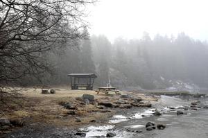 Åkerövikens badplats, båtbrygga och grillplatser intill Skeppshamn på Åstön har varit avspärrade sedan i höstas.