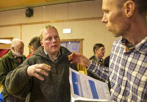 Axel Olsson från Klövsjö diskuterade hemfridszonen runt fäbodvallar med föreläsaren Björn Galant från LRF.