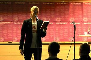 Emma Warg läste sina dikter på bokmässan, en världspremiär med högprofilerad publik.