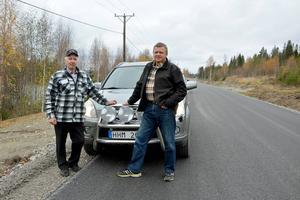 Ingemar Holmvall och Hasse Andersson kör vägen mellan Gimåfors och Torpshammar flera gånge i veckan och är väldigt glada över att den äntligen är färdigrenoverad.