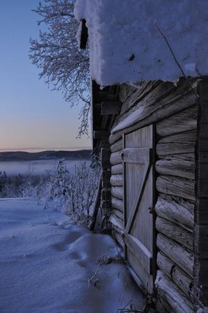 Bilden är tagen en tidig januarimorgon i Vemdalen. Det är så här en riktig vinter skall vara, -10 grader och 60 cm snö.