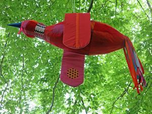 Textilfågeln Mackmyraskräcklan, av Lisbeth Wahlberg.