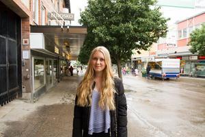 Elin Rundgren tycker att ekonomiprogrammet både verkar roligt och som en bra grund för att läsa vidare till många olika yrken. Hon funderar på att bli inredningsdesigner.
