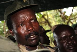 Joseph Kony har spritt skräck i Centralafrika i 25 år och är efterspanad av den internationella brottmålsdomstolen. Ändå har han hittills varit okänd för de flesta. På en vecka har en You Tube-film ändrat på den saken.