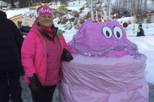 Anna-Lena Fundin matchar Barbapappas rosa färg.