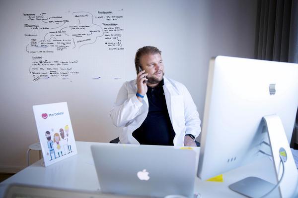 Öka möjligheterna till vård via nätet, föreslår M. Bilden: Magnus Nyhlén är läkare och grundare av företaget mindoktor.se som ger råd och ställer diagnos via internet.
