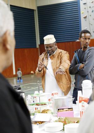 Isamail Ahmed berättade om maten som kom från Somalia.