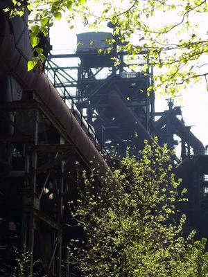 Det väldiga gamla stålverket i Duisburg har blivit kulturhistoria och industrimuseum - och kolhögarna har ersatts av grönska.