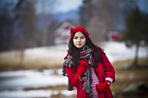 Den unga modellen Amelie Håkansson bär på bilden kläder från Diana Svensks märke Svensk.