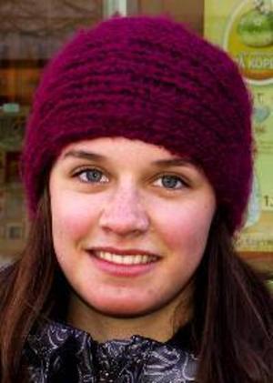Jenny  Näslund, 17 år, Torvalla:– Ja, det är klart att man får det. Man blir gladare och piggare. Man vill vara ute mer. Det är soligt och skönt.