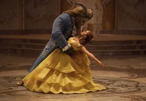 Dan Stevens spelar Odjuret och Emma Watson Belle (Skönheten) i Dinseys nyverions av