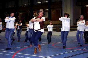 Motion är vad man gör det till och det kan vara väldigt roligt. Hälften av dansgänget från Haverö visade upp linedance. En dans där alla dansar för sig själv men i grupp till olika typer av musik.