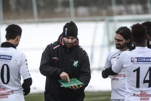 Ånge IF:s tränare Suat Sari ser med tillförsikt fram emot hemmapremiären mot Strömsbergs IF nästa helg.