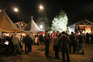 Det var uppskattningsvis 800 inlösta på countryfestivalens lördagskväll.