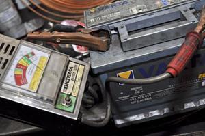 Be din verkstad kolla batteriets kondition om det känns svagt.