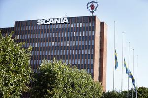 Flaggorna vid Scanias huvudkontor vajade på halvstång på måndagen.