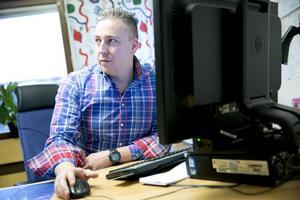 Polisen Stefan Larsson är väldigt kritisk mot it-systemet: