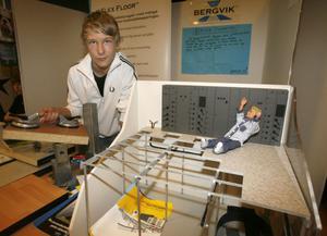 3. Andreas Lind gjorde sin praktik på Bergvik Flooring och fick lära sig mycket om golv och testa på monteringsjobb.