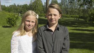 Malou Jansson och Love Simensen, 2A, ser fram emot sol, bad och att vara med kompisar nu när skolan slutat.