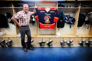 När Kory Baker inte fanns på plats passade Jens Nordin på att visa upp klubben nyfriserade omklädningsrum istället.