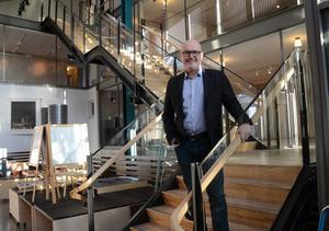 Balans. Ola Ström är kommunchefen som inte undviker motvinden. Samtidigt vill han entusiasmera sin omgivning och sprida arbetsglädje.