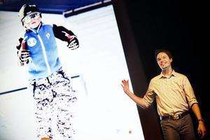 Ingemar Gyllenhammar, på bild till vänster, stod i centrum när hans pappa Andreas i torsdags talade om klimatförändringar och nya lösningar inför ett fullsatt Storsjöteatern.
