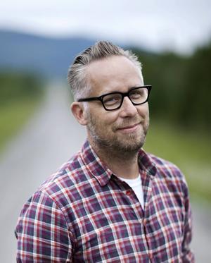 ÖP-medarbetaren och krönikören Po Tidholm är en av dem som gör Sommar i P1, han pratar tisdag 29 juli.