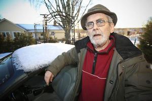 – Alla pensionärer har det inte dåligt ekonomiskt. Jag är pensionär och jag har det inte alls dåligt. Men vissa har det, särskilt kvinnor. Att vi dessutom betalar mer skatt än de som jobbar, det är ju för jävligt, säger Leif Persson, PRO.