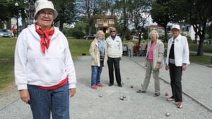 Britt Andersson, Ann-Marie Eriksson, Ann-Mari Nylund, Ulla Larsson och Astrid Erixon samlas varje tisdag i Vilhelminaparken för att spela boule och umgås.