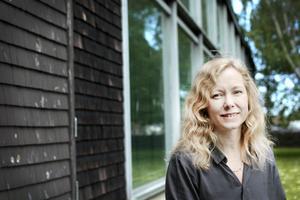 Det här är inte första gången som det kommit krav på nedläggning av Konstcentrum. Det har skett då och då sedan 1985. Sedan tre år är Anna Livion Ingvarsson chef på Konstcentrum.