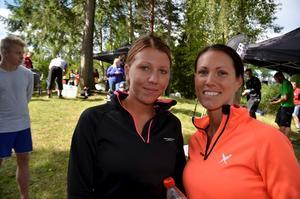 Pernilla Lundfeldt och Sanna Bergqvist från Askersund var med i Vretstorps triathlon för första gången.