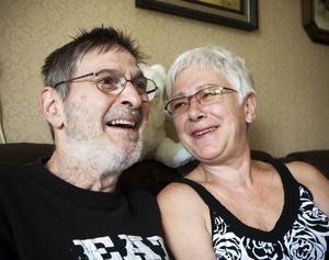 PERSONLIG FRIHET. Varken Rosie eller Jan Brohagen var intresserade av något förhållande men i dag har de varit gifta i 25 år och beskriver framgången i äktenskapet med att de sällan bråkar och att de ger varandra personlig frihet.