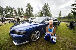 Moniqa Flodin från Härnösand brukar besöka bilträffar i både Sverige och Norge med sin Volvo V70.