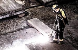Regeln att parterna inom industrin avgör industriavtalet borde respekteras bättre.