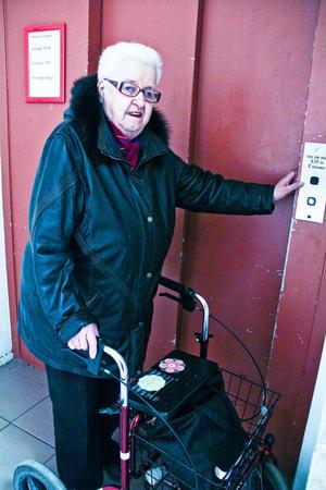 Eivor Jonsson blev sittande i hissen eftersom inget av larmen fungerade.