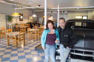 Monika Högberg och Steve Wandler har öppnat kafé intill IT-butiken Avesta Data på Källhagenområdet.
