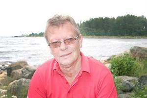 När Rune Svensson vill rensa hjärnan alternativt fundera på nya strategier och affärer åker han ut till sommarstugan i Norrfjärden.