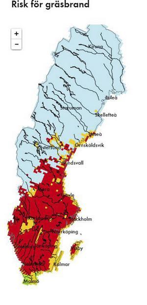 Gräsbrandsrisken på tisdagen. Den röda färgen på kartan anger stor risk för gräsbrand. I de orangefärgade områdena kan fjolårsgräs börja brinna om väderförhållanden medför att gräs torkar upp.