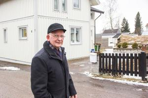 I det här huset i centrala Avesta bodde både Lars Isheden och hans farfar August Persson innan de flyttade till Skogsbo.