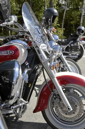 Motorcyklar. D.A.C.A består mest av hojåkare, men även andra fordon är välkomna.
