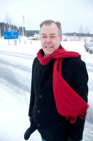 Sören Runesson skrev ett medborgarförslag för över tre år sedan om att kommunen måste bygga ett övergångsställe vid Föllingevägen.