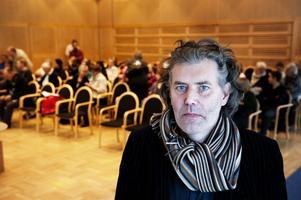 Per Brinkemo menar att svenska myndigheter måste våga börja möta andra kulturer och ta dem till sig.