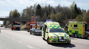 En person fick föras till sjukhus efter olyckan.