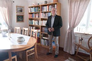 Sommarstugemorden blir den sista utredningen för Per Zetterlund innan han går i pension. Han sitter med på rättegångsdagarna och det blir det sista i hans långa poliskarriär.