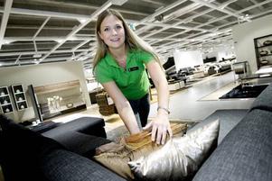 Släpper egen katalog. Jeanette Törnros är säljare på Mio möbler i Valbo. Deras katalog släpps nästa vecka.